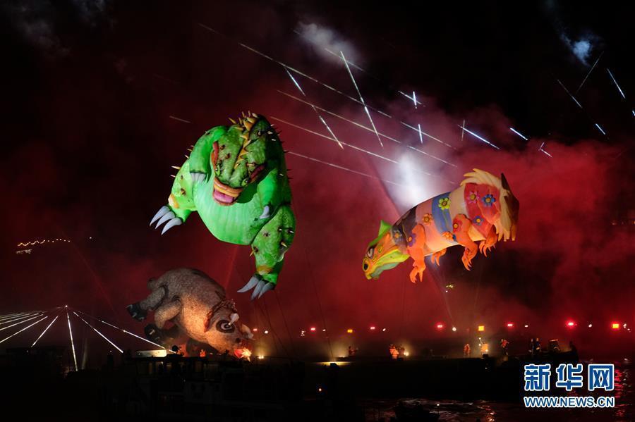 """波兰克拉科夫""""游龙节"""" 灯光烟火秀吸引安月茹数千游客观看"""