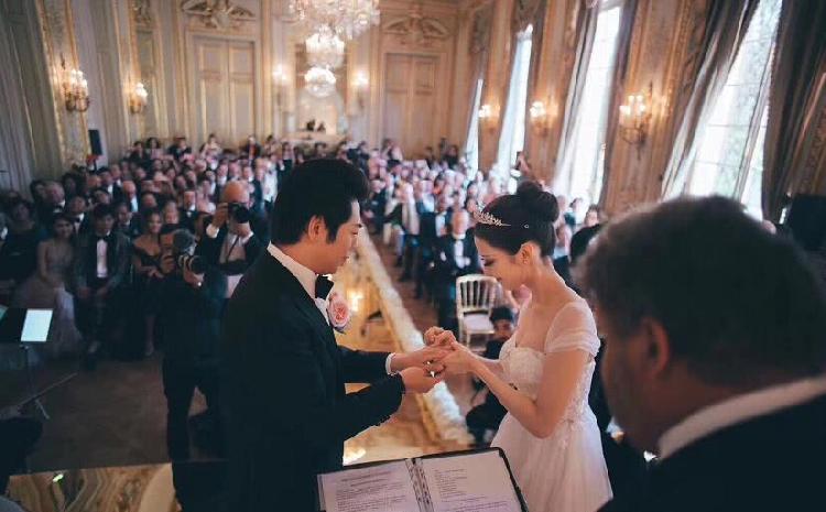 郎朗婚礼视频曝光男坐在地上才女貌令人羡慕 郎朗�老婆个人资料她是中国人吗