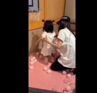 方媛陪大女兒過兒童節 Chant扎哪吒頭可愛軟萌
