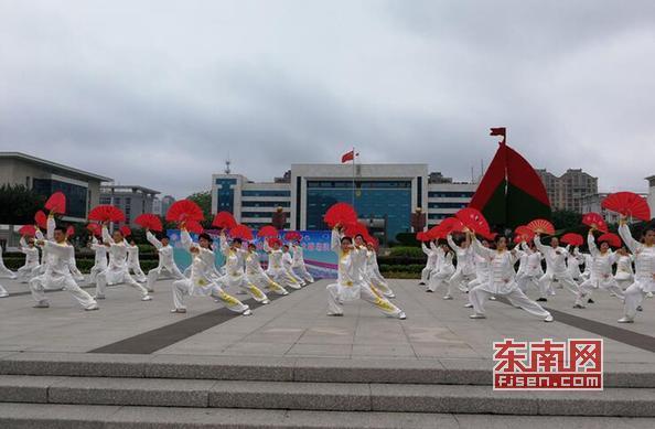 莆田秀嶼區舉辦老年人太極拳健身推廣展示大聯動活動
