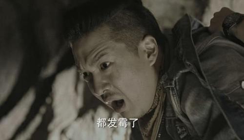 怒海潜沙:王胖子中毒吴邪骗他涂爽肤水 其实用的是他的血