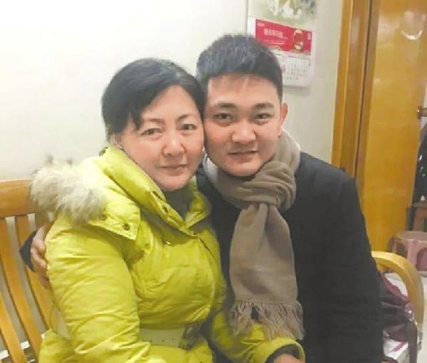 法院亲子鉴定出错致错养儿子23年 重庆一母亲状告河南高院索赔295万