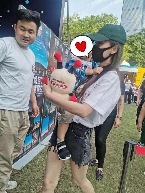 偶遇baby小海绵照片曝光 网友在哪里偶遇到baby小海绵的他们在干嘛
