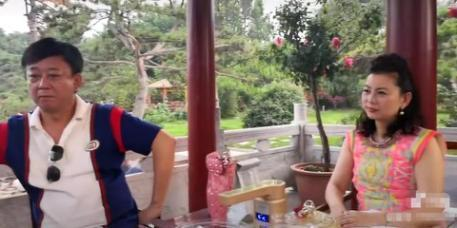 朱军近照曝光让人认不出,49岁妻子谭梅美貌依旧