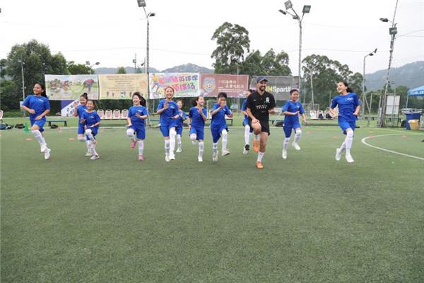 厦门太古为厦门随迁子女举办第六届双语足球公益训练营