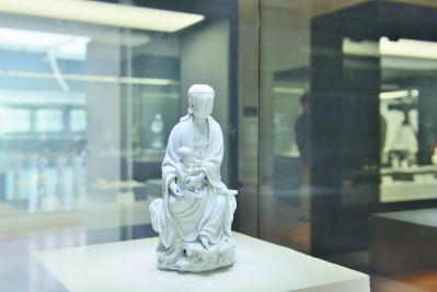 """""""再现·中国白"""" 民间德化窑收藏大展举行"""