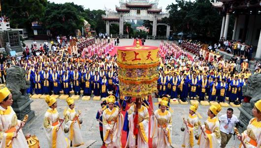 湄洲岛:两岸信众湄洲妈祖故里共谒妈祖