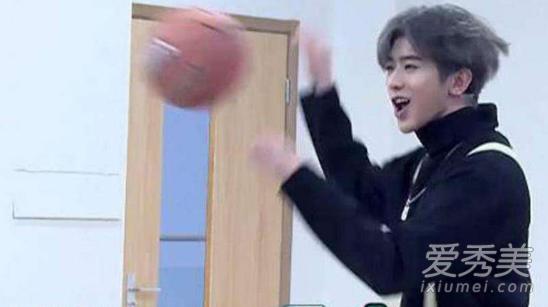 蔡徐坤打篮球是什么歌 蔡徐坤打篮球是什么意思什么梗