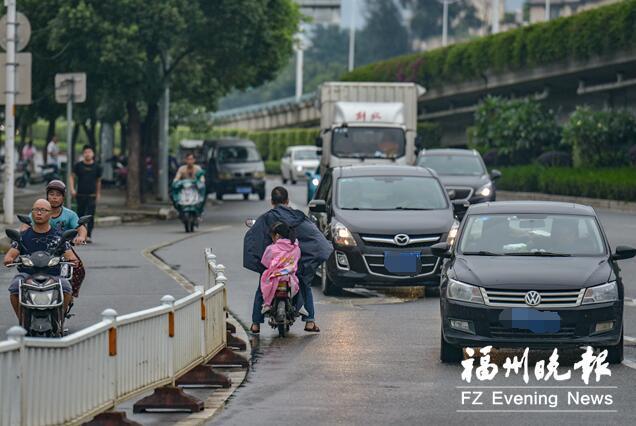 福州南二环则徐大道高架桥路段 民警查纠交通违法