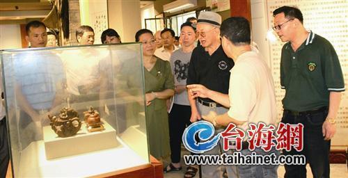 漳州八旬老人將304件紫砂壺無償獻給博物館