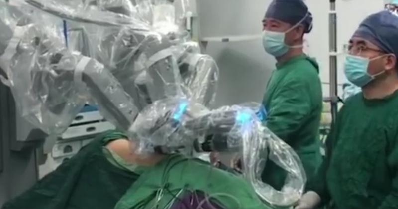 厦门一医院完成机器人手术 顺利切除肺癌肿块