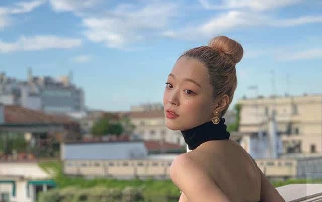 崔雪莉金发形象出击,与杨幂同台斗艳,小公主终于开工化身劳模?