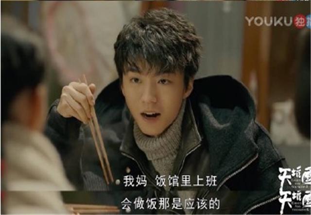 王俊凯帮杨紫拎包怎么回事?王俊凯杨紫是什么关系?