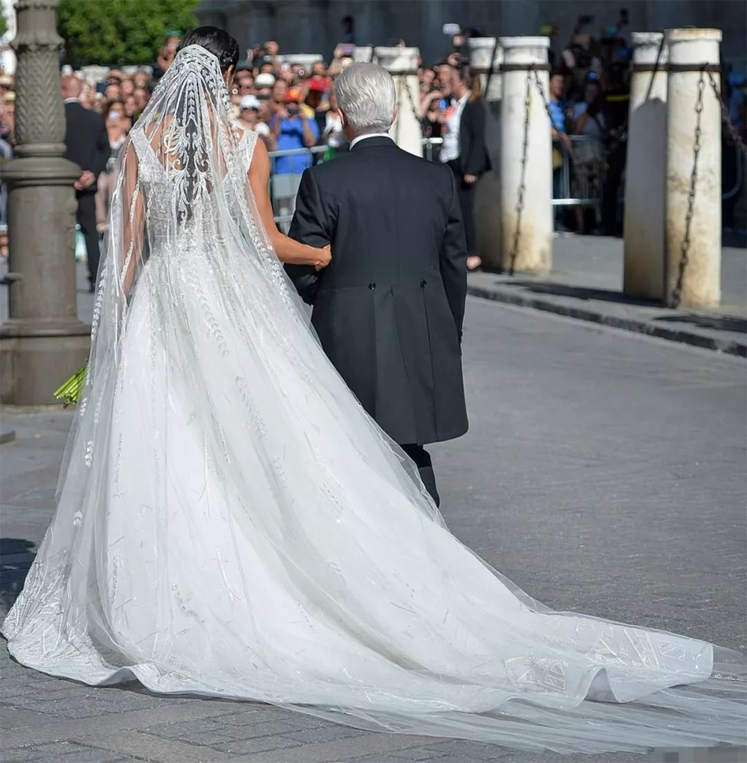 46歲貝嫂和小貝參加婚禮 比新娘還有看點