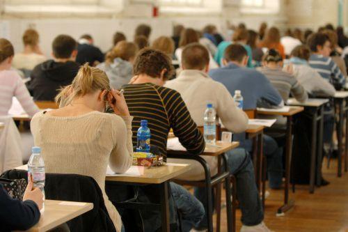 """""""美国高考""""再传泄题事件:考前答案已发布上网"""