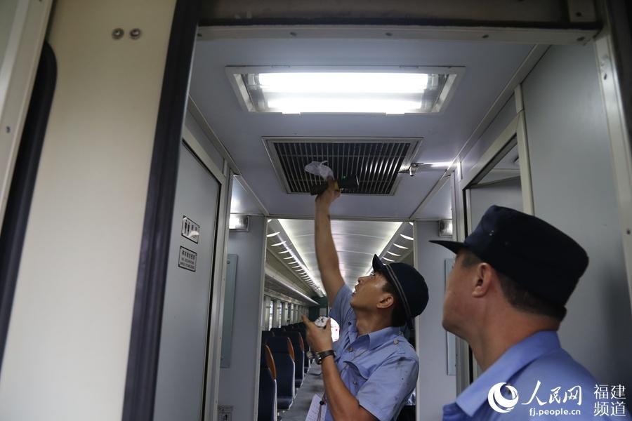 """迎暑运 南铁福州车辆段打造""""清凉列车"""""""