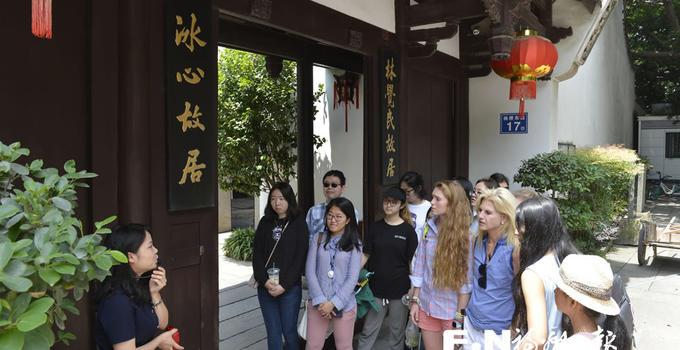 美国威尔斯利女子学院校友团来榕参访