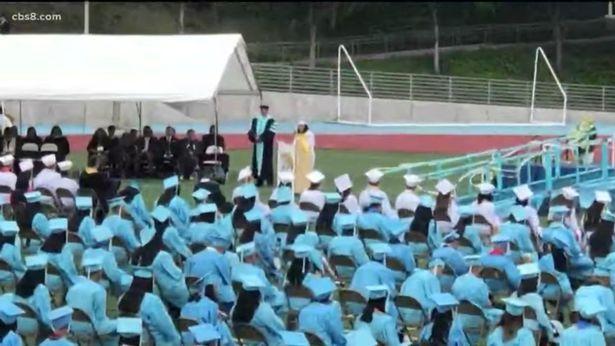 美國一高中生因畢業演講時抨擊學校走紅網絡