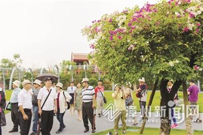 逛古城游南湖 海峽論壇網絡報名參訪交流團來漳