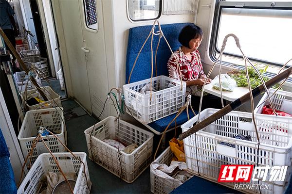 湖南最后的慢火车7272次是什么样的?慢火车7272次经过哪些地方(2)