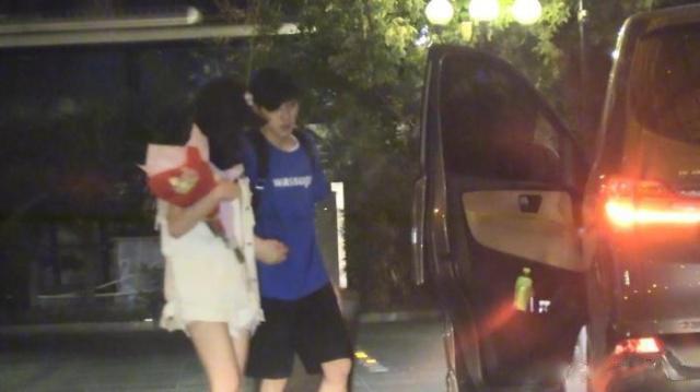 娄艺潇新恋情曝光怎么回事?与男子互动亲密还一同入住酒店!