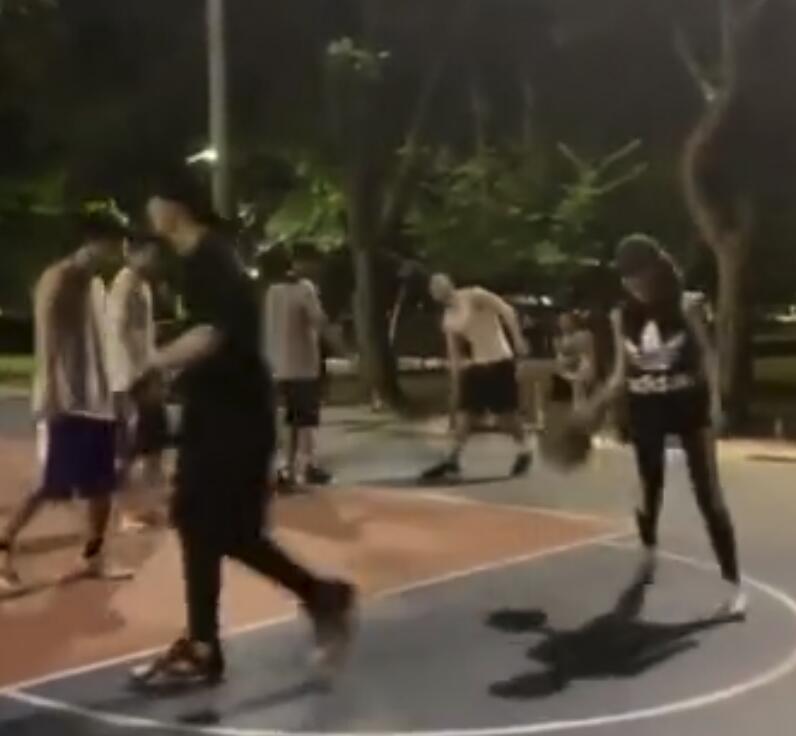 周杰伦昆凌打篮球什么情况?夫妻档打球才是真正的虐狗大招!