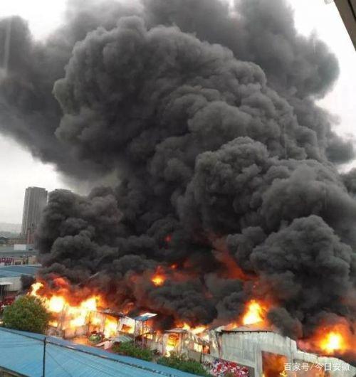 六安一市场火灾最新消息扑灭了吗?六安一市场火灾现场图怎么引发的