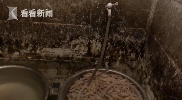 """网红""""凤爪""""竟在厕所生产,你还敢吃吗?老板:好吃就行"""