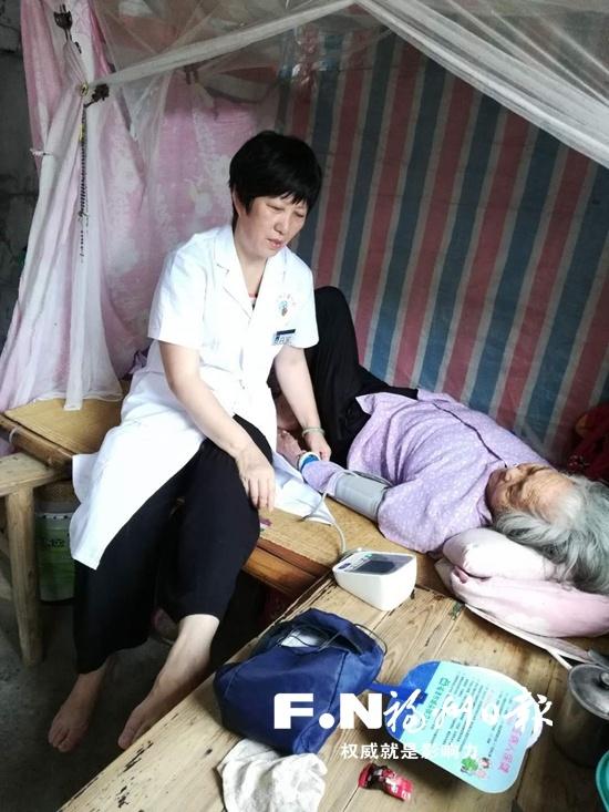 村医王锦萍坚守小岛30多年 自己坐月子还接生了5个孩子