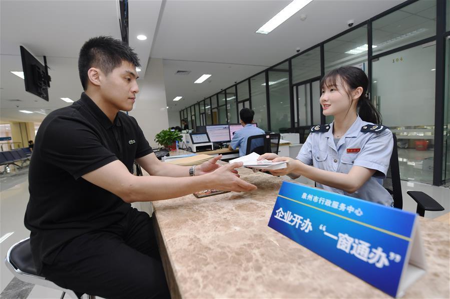 """福建泉州:""""一窗通办""""简化企业开办流程"""