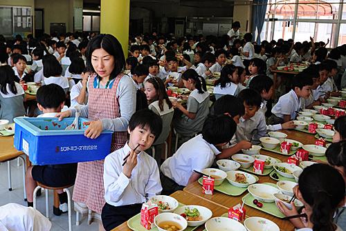 日本中小學教師工作時間過長 日媒:事務性負擔過重
