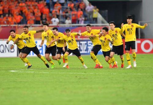 广州恒大队球员庆祝获胜。新华社记者朱峥摄