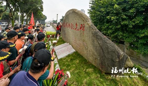解放福州紀念碑落成 位于解放大橋南橋頭倉前公園