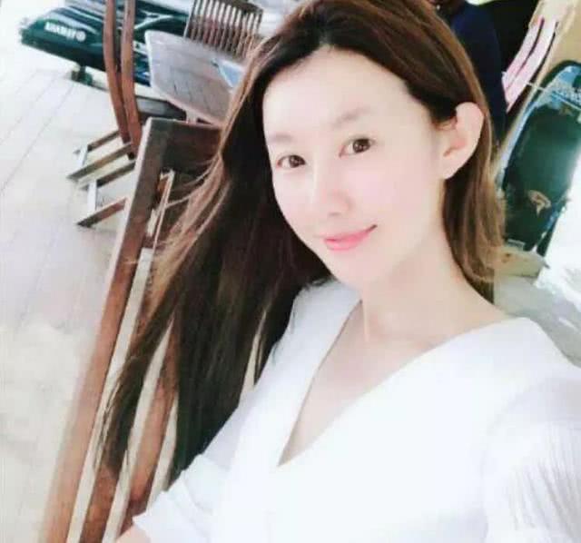 網曝王寶強帶新女友回家奔喪 對方是模特膚白貌美