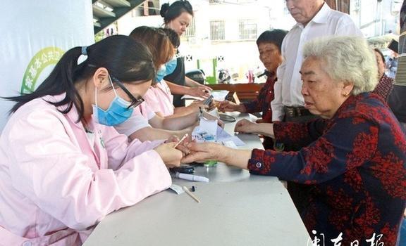基本公共卫生人人参与 和谐健康生活家家受益
