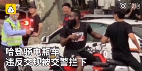 郭艾倫教哈登騎車怎么回事 哈登在上海違反交規被交警攔下