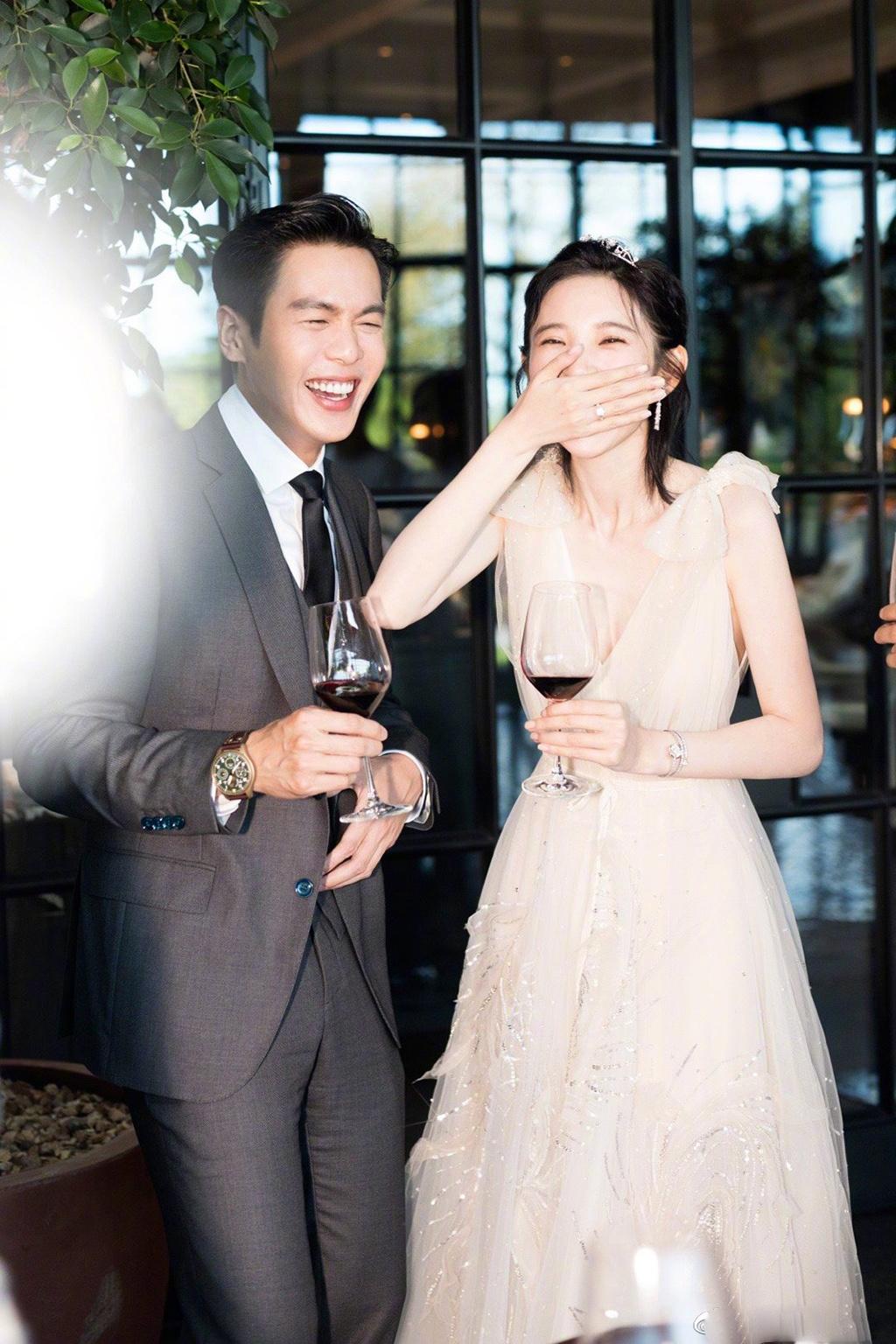 唐藝昕步入婚姻殿堂 多套婚紗造型甜蜜秀恩愛