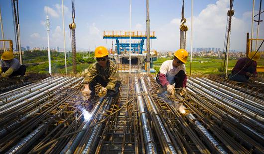 福建廈門:鐵路建設者酷暑施工忙