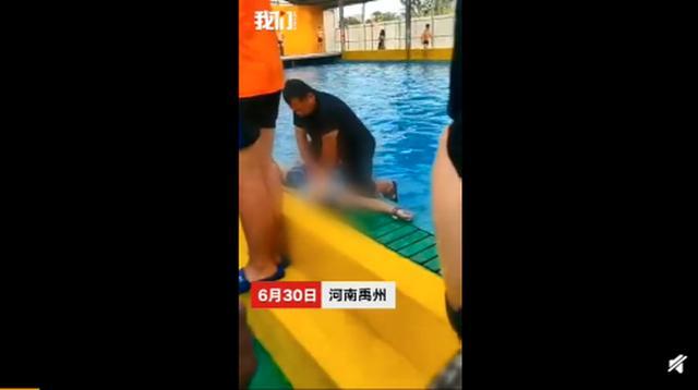河南一女子在水上乐园溺亡,事发时泳池内有大量游客,警方已介入
