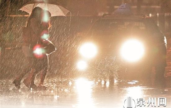 泉州近期多雨水 出行記得攜帶雨具開車減速慢行