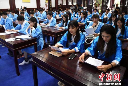 台湾学子福州重走科举路 探寻科举历史与华夏传统文化