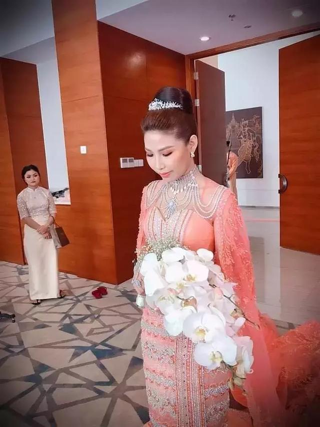 緬甸曼德勒價值10億嫁衣美出天際 鑲滿了珠寶