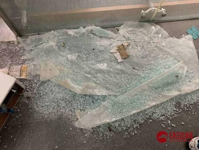 香港警方拘捕11男1女 被拘捕者涉嫌袭警等罪行