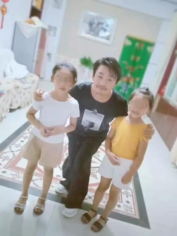 王宝强近照曝光2019,颓废憔悴瘦到认不出,网友:苍老了好多