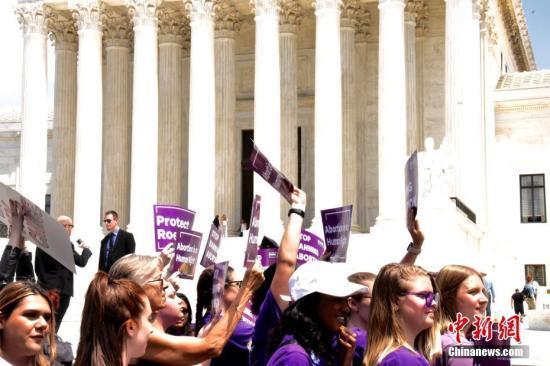 檢測到胎兒心跳就不能墮胎?美法官阻止法案執行