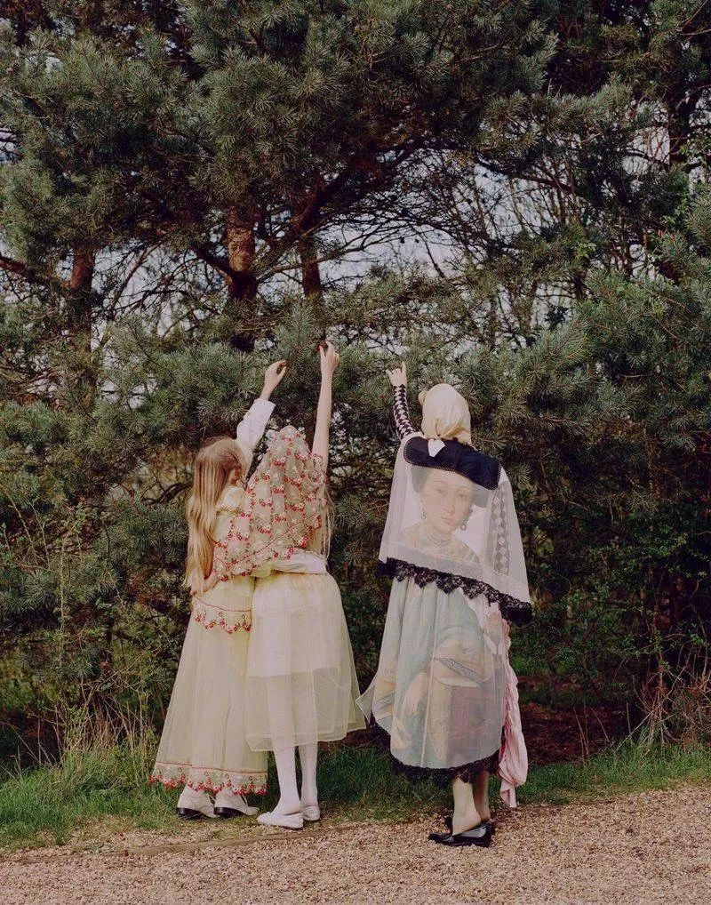 張若昀唐藝昕的婚禮合照被網友吐槽土到掉渣