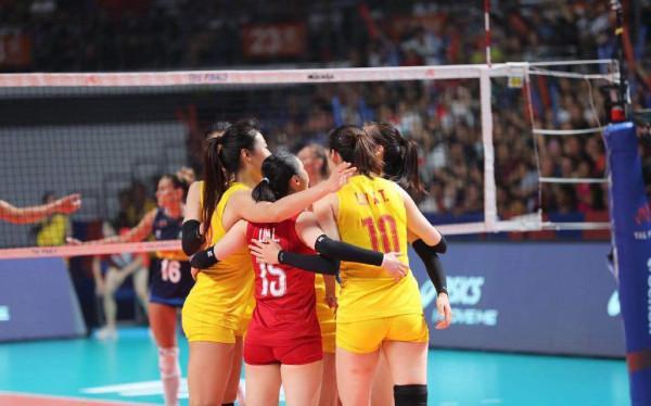 中國女排晉級四強原因是什么?中國女排3:1勝意大利現場圖