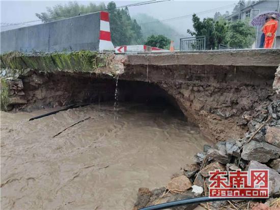 遭遇暴雨 泰寧公路分局及時開展搶險工作