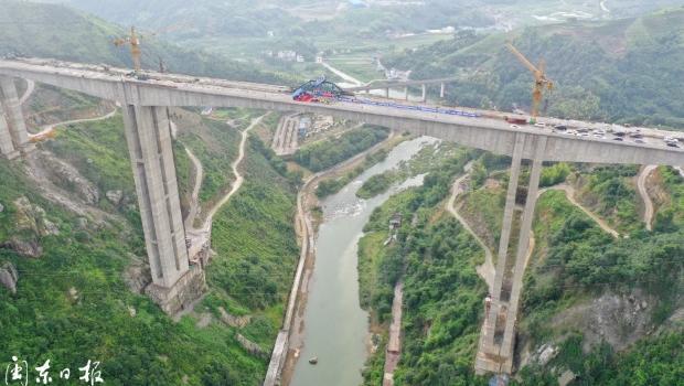 福建高速第一跨——沈海复线桐山溪特大桥胜利合龙