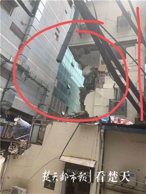 武汉酒店大楼坍塌什么情况?武汉酒店大楼为什么坍塌现场图曝光
